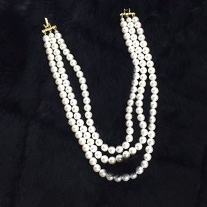 Jewelry - Vintage 3-strand Pearl Necklace